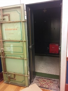 گاو صندوق گمرک, محل جلسات محرمانه :)
